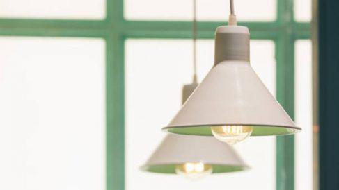 Guía de pasos para saber cómo limpiar una lámpara de techo de forma práctica