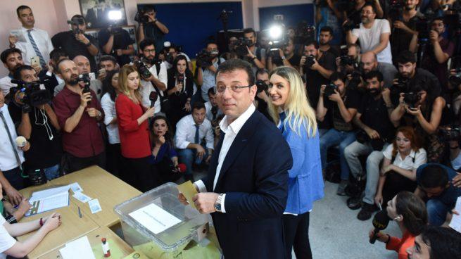 La oposición a Erdogan logra una rotunda victoria en las elecciones a la Alcaldía de Estambul