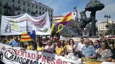 La manifestación a favor de los golpistas en la Puerta del Sol de Madrid apenas logra reunir a 30 personas