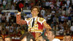 El Juli sale a hombros este domingo en Alicante (Foto: EFE).