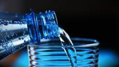 Descubre los riesgos de beber agua fría