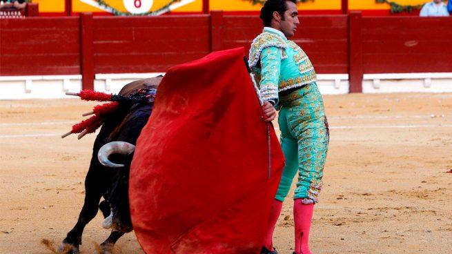 El Fandi triunfa con el broche triunfal a la feria de las Hogueras de Alicante