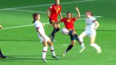 Virgina Torrecilla derriba a Lavelle en el polémico penalti en el España – Estados Unidos.
