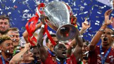 Sadio Mané levanta la Champions con el Liverpool (AFP)