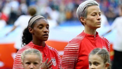 Megan Rapinoe, a la derecha, en un partido de Estados Unidos en el Mundial. (Getty)
