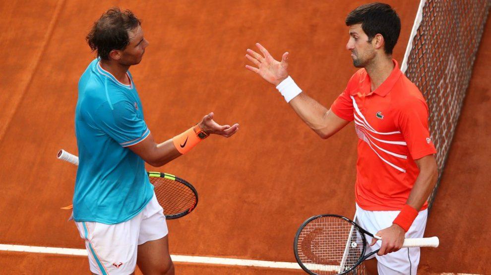 Nadal y Djokovic se saludan tras un partido. (Getty)
