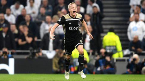 Van-de-Beek-celebra-su-gol-al-Tottenham-en-la-Champions-League-(Getty)