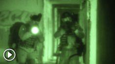 Dos militares realizan una infiltración en el hospital abandonado de La Barranca (Madrid).