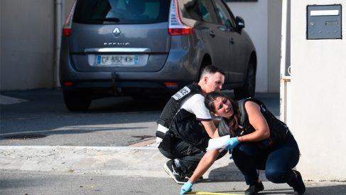 Agentes policiales en Brest (Foto: AFP)