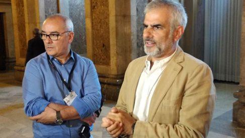 El líder de Cs en el Parlament, Carlos Carrizosa, declarando ante los medios de comunicación en el Parlament de Cataluña. Foto: EP