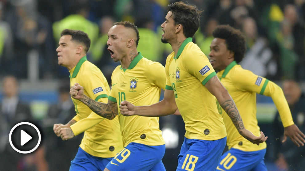 Brasil celebra su victoria ante Paraguay. (AFP)