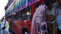 Arrojan pintura sobre el autobús de Ciudadanos en el Orgullo de Valencia.