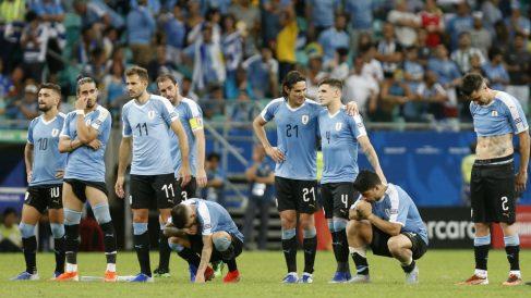 Los jugadores de Uruguay se lamentan en la tanda de penaltis. (Getty)