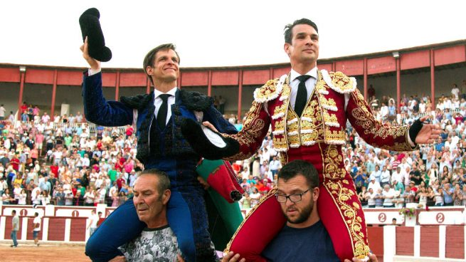 Manzanares se luce en Zamora: corta tres orejas y sale a hombros con El Juli