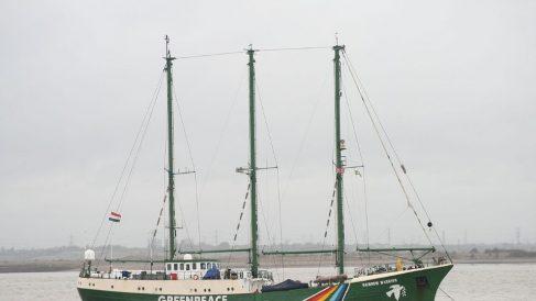 El 10 de julio de 1985 el barco Rainbow Warrior de Greenpeace fue hundido.