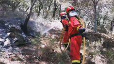 Captura de un video facilitado por OCP-UME de las labores de extinción del incendio que se propaga por las localidades madrileñas de Cadalso de los Vidrios y Cenicientos y parte de la provincia de Toledo, que ha quemado ya en torno a 4.000 hectáreas, según los últimos datos facilitados por la Delegación del Gobierno en Madrid, y este domingo no podrá ser controlado. Foto: EFE