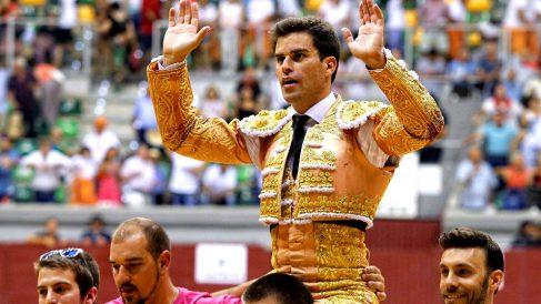 Rubén Pinar sale a hombros este domingo en Burgos (Foto: EFE).