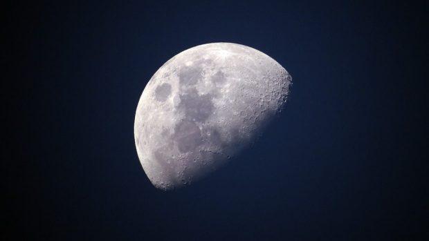 Que es el efecto de luz cinérea de la Luna