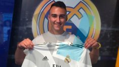 Rubén Torres posa con la camiseta del Real Madrid.