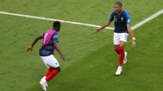 Mbappé celebra un gol junto a Dembélé. (Getty)