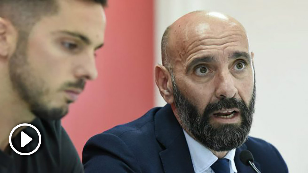 Monchi durante la despedida de Saravia (@SevillaFC)