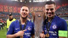 Hazard y Azpilicueta celebran la Europa League.