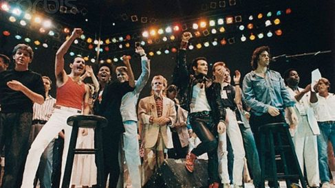 El 13 de julio de 1985 , se celebró en el estadio de Wembley de Inglaterra,el concierto de rock mundial de «Ayuda en Acción»