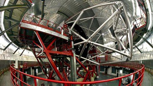 El 14 de julio de 2007, comienza sus pruebas el Gran Telescopio Canarias, el mayor telescopio del mundo.