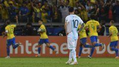 Los jugadores de Brasil celebran el gol de Gabriel Jesús contra Argentina en la Copa América 2019. (AFP)
