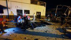 Bombardeo en un centro de inmigrantes en Libia (Foto: AFP)