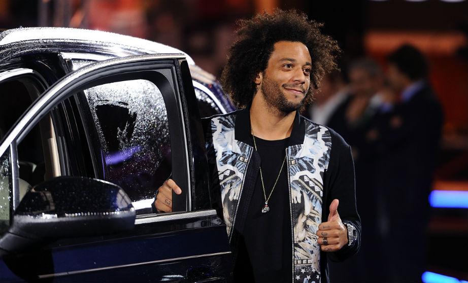 Marcelo, en una entrega de coches con el Real Madrid. (Getty)