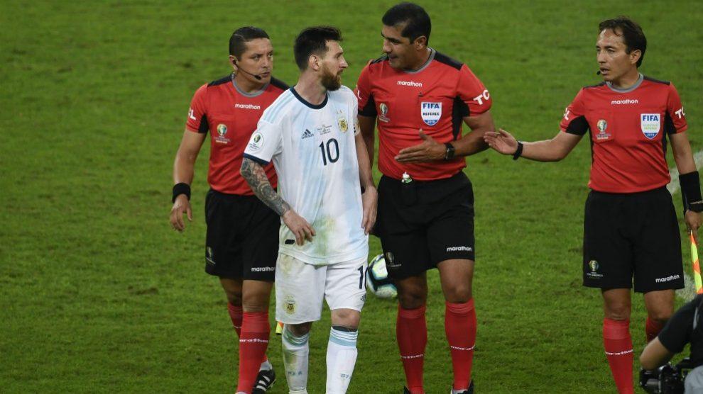 Messi criticó duramente el arbitraje sufrido ante Brasil. (AFP)
