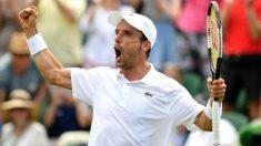 Roberto Bautista celebra su victoria ante Khachanov en Wimbledon. (Getty)