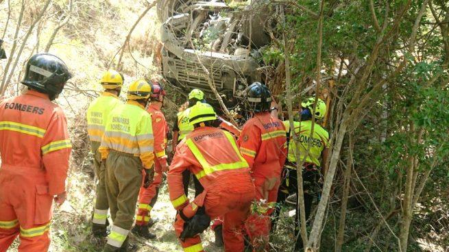 Tragedia en Valencia: fallecen dos trabajadores al caer una grúa por un precipicio de 40 metros