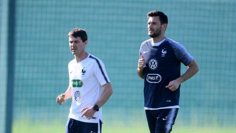 Grégory Dupont, junto a Lloris en un entrenamiento de la selección francesa. (Getty)