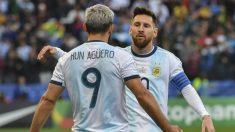 Leo Messi celebra con Agüero el gol que sentenció a Chile. (AFP)