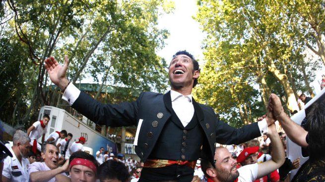 Leonardo Hernández abre la Puerta Grande en Pamplona y Hermoso de Mendoza se lleva una oreja