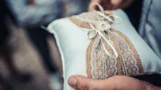 Aprende cómo hacer un cojín para los anillos de boda de forma fácil