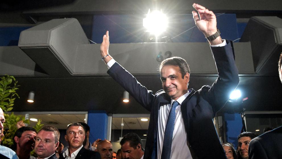 Kyriakos Mitsotakis celebra el triunfo (Foto: AFP).