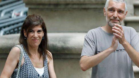 Dos de los manifestantes de la concentración contra la detención de Carles Puigdemont en marzo de 2018, LLuís (d) y Laia (i), llegan al juicio que tiene lugar en la Audiencia de Barcelona. Ambos se enfrentan a penas de entre seis y dos años de cárcel, por los incidentes ocurridos ante la Delegación del Gobierno. Foto: EFE