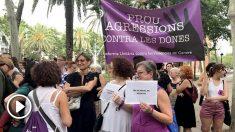 Un grupo de manifestantes apoya a la víctima de la presunta violación de 'La Manada' de Manresa. Foto: EP