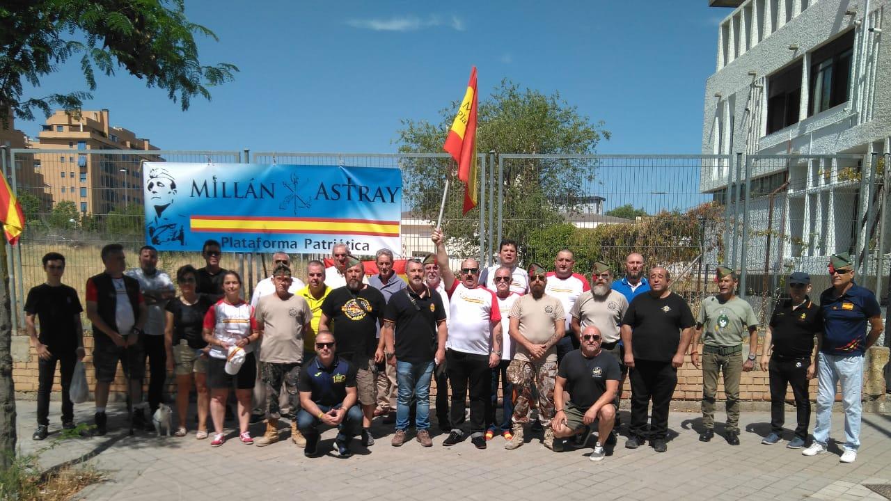 Miembros de la plataforma en la antigua calle Millán Astray este fin de semana.