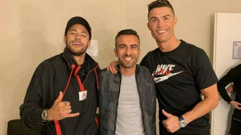 Neymar y Cristiano se hacen una fotografía tras grabar un anuncio.