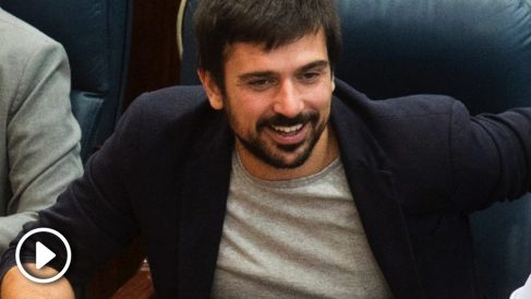 Ramón Espinar como diputado en la Asamblea de Madrid. (Foto: Flickr)