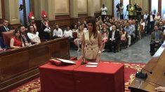 Matilde Zambudio, ahora expulsada de Ciudadanos, jura como concejal en el ayuntamiento de Santa Cruz de Tenerife.
