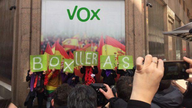 El 'colectivo bollero' que expulsó a Ciudadanos del Orgullo ya había atacado las sedes de PP y Vox
