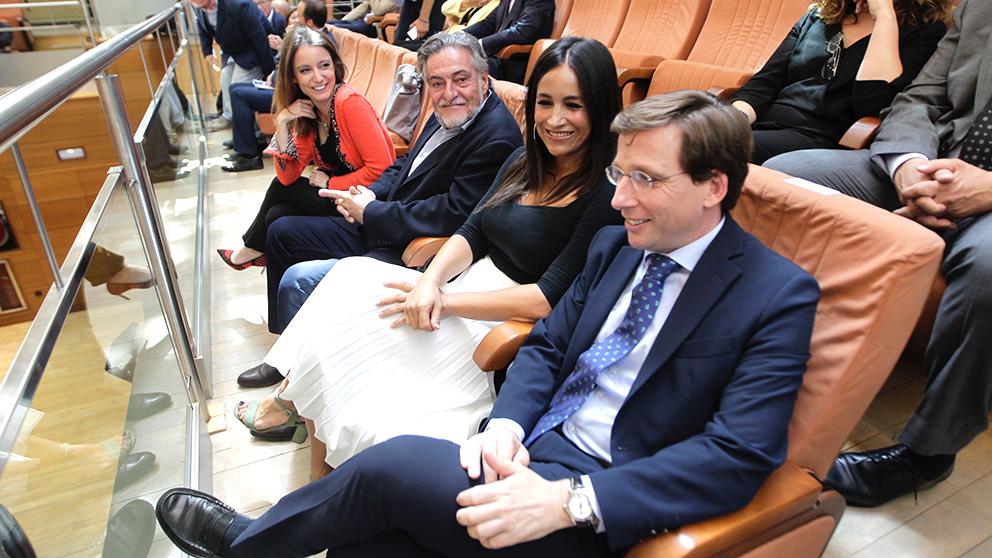 Andrea Levy, Pepu Hernández, Begoña Villacís y José Luis Martínez-Almeida asisten al Pleno de Investidura de la Asamblea de Madrid. (Foto: Francisco Toledo/Okdiario)