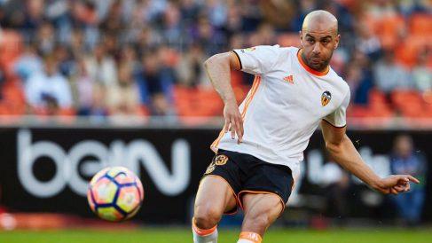 Aymen Abdennour con el Valencia (@Aymen_abdennour)