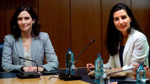 La candidata del PP a la Presidencia de la Asamblea de Madrid, Isabel Díaz Ayuso, junto a la candidata de Vox, Rocío Monasterio. Foto: EFE