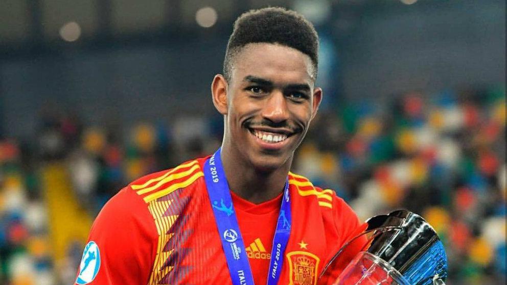 Junior Firpo, campeón de Europa Sub-21 con España (@JuniorFirpo03)